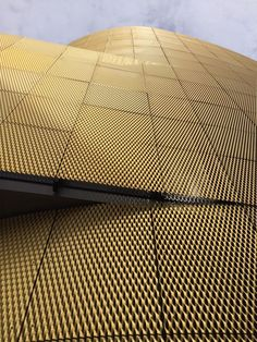 Gold tone Expanded Mesh by James and Taylor Rainscreen Cladding, Metal Cladding, Building Skin, Building Facade, Expanded Metal Mesh, Cladding Materials, Facade Lighting, Perforated Metal, Metal Panels