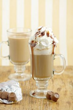 Homemade Rolos Coffee Creamer Recipe - Creamy chocolate and caramel come together in this homemade coffee creamer to make your morning breakfast coffee a real treat. A yummy, fun way to change up your morning coffee.  Oh. My. Yum. Must try!