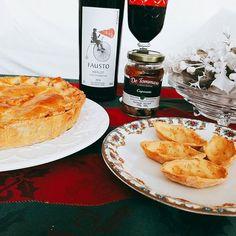 Hoje deve ser o Dia Internacional do Kit de Estrogonofe de Cogumelo com Vinho Pizzato e Antepasto De Tomasso. Saindo mais uma deliciosa Torta de Estrogonofe de Cogumelo. #tortaestrogonofe #cogumelo #pizzato #barquete #detommasobr #pizzato 🎄🎄🎄 @donamanteiga #donamanteiga #danusapenna #amanteigadas #gastronomia #food #bolos #tortas www.donamanteiga.com.br