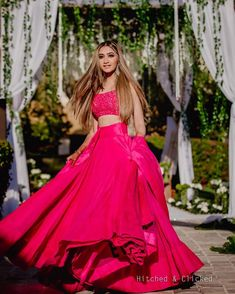Trending Sister Of The Bride Outfit Ideas For Every Wedding Function! Desi Wedding Dresses, Indian Wedding Outfits, Indian Outfits, Indian Wedding Lehenga, Bridal Lehenga, Stylish Dress Designs, Stylish Dresses, Fashion Dresses, Indian Designer Outfits