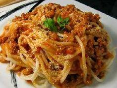 Spaghetti con estofado al vino tinto