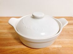 100均で買った鍋が優秀すぎました!「土鍋でご飯が食べたい」「一人サイズがいい」「安い土鍋が欲しい」この望みを満たしてくれる、なべをDAISOで見つけちゃいました。一人鍋にも炊飯にも使えるし、コスパ最強だしダイソーで十分じゃん… Sugar Bowl, Bowl Set, Tableware, Dinnerware, Tablewares, Dishes, Place Settings