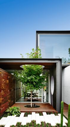 Do I ever love THAT house! :)Which house? THAT House by Austin Maynard Architects. The site is neighboured by huge houses. We were asked to provide the family with 'just the right amount of space Architecture Awards, Residential Architecture, Landscape Architecture, Interior Architecture, Melbourne Architecture, Architecture Diagrams, Australian Architecture, Architecture Portfolio, Contemporary Architecture