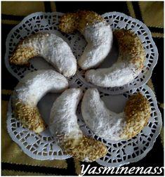 """Salam alyakoum, J'ai réalisé cette recette dans le cadre du défi du mois du forum """"P'tits bonheurs pâtissiers"""" et celle ci tombait a pic avec la préparation des gâteaux de l'aid. Voilà une recette toute simple avec laquelle on peut jouer en remplaçant..."""
