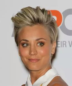 Kaley Cuoco Short Straight Casual Hairstyle - Medium Blonde - Side on View Short Straight Hair, Short Hair Cuts, Short Hair Styles, Pixie Hairstyles, Straight Hairstyles, Hairstyle Short, Blonde Hairstyles, Layered Hairstyles, Pixie Haircuts
