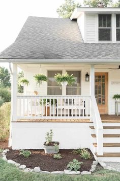 Farmhouse Porch Curb Appeal Makeover Reveal farmhouse porch landscaping ideas Always wanted to learn to knit, nevertheless unclear where to begin? That Absolute Beg. Craftsman Front Porches, Farmhouse Front Porches, Craftsman Exterior, Rustic Farmhouse, Exterior Paint, Exterior Design, Farmhouse Style, Craftsman Style Porch, Craftsman Columns