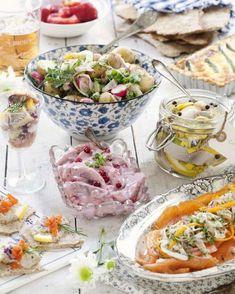 Krispig sallad med peppriga smaker hör den svenska sommaren till!