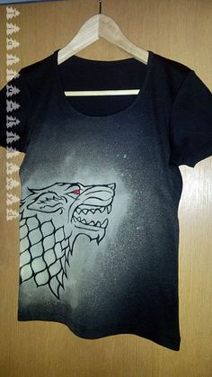 DiY: Game of Thrones Fanshirt, Bleiche und Stoffmalfarbe auf schwarzem Shirt. / Bleach and fabric paint on black t-shirt.
