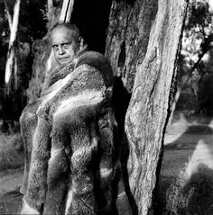 A hot new model at the Australian Indigenous Fashion Week Aboriginal Culture, Indigenous Art, New Model, Vintage Photos, Cloaks, Statue, History, Image, Art Ideas