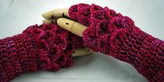 This pattern is for a pair of fingerless gloves with a beautiful 'scale' pattern across the back of the hand
