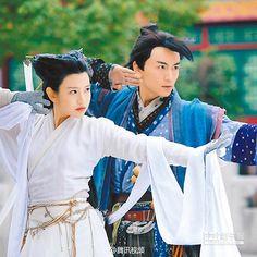 陳妍希(左)與陳曉主演的《神鵰俠侶》被網友毒舌批評。(取自新浪微博@電視劇神鵰俠侶)