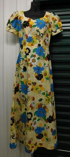 Vintage Woman's Handmade Floral Luau Hawaiian Dress Size Medium WD18 Colorful #Handmade #Hawaiian