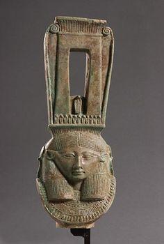 Fragment de sistre Basse Époque (664 - 331 avant J.-C.), 26e dynastie  | Site officiel du musée du Louvre