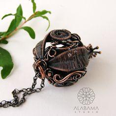 ALABAMA - Black inside II - unikatowy, przestrzenny wisior z oksydowanej miedzi