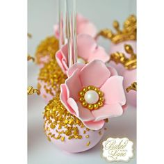 Floral cake pops for Arya's birthday celebration! Drop Cookies, Cake Cookies, Pretty Cakes, Beautiful Cakes, Baby Shower Kuchen, Mini Cakes, Cupcake Cakes, Flower Cake Pops, Flower Cakes