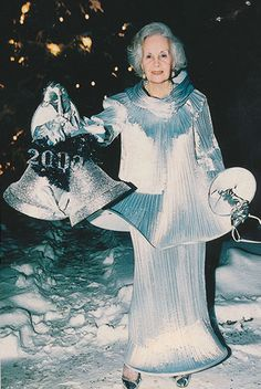 The Princess Lilian of Sweden, aunt by marriage of King Carl Gustav, remained uen dynamic and young person until the end. Here dressed during the celebration of New Year's Eve 2000. (Photo copyright: the Swedish monarchy site)