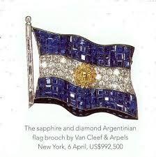 Broche de zafiros y diamantes representando la Bandera Argentina, que pertenecio a Eva Peron.   ~lbk~