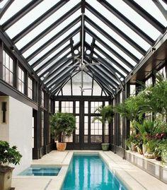 piscine en couloir long pour petit espace intérieur