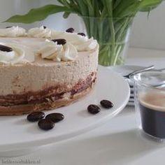 Bailey's taart met marscarpone! Nu op de blog! Link: http://liefdevoorbakken.nl/baileys-mascarponetaart/