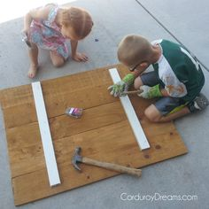 how to make a pallet sign WITHOUT the pallet   The Creative MomThe Creative Mom