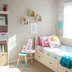 27 Beautiful Girls Bedroom Ideas for Small Rooms (Teenage Bedroom Ideas), Teenage and Girls Bedroom Ideas for Small Rooms, Pink Colors, Girls Room Paint Ideas with Beds Wall Art Teenage Girl Bedroom Designs, Teenage Girl Bedrooms, Little Girl Rooms, Kid Bedrooms, Small Childrens Bedroom Ideas, Small Room Bedroom, Home Decor Bedroom, Girls Bedroom, Small Rooms