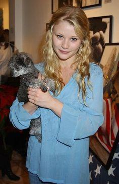 Woah belle is a blonde Emilie De Ravin, Elizabeth Hurley, Celebs, Celebrities, Happily Ever After, Favorite Tv Shows, Actresses, Actors, Lady