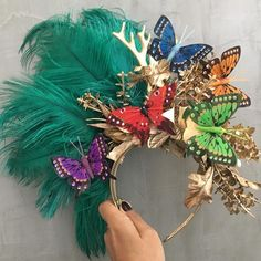 Tiara carnaval Carnival Outfits, Carnival Costumes, Diy Costumes, Halloween Costumes, Funky Hats, Tropical Outfit, Mardi Gras Costumes, Photoshoot Themes, Halloween 2018