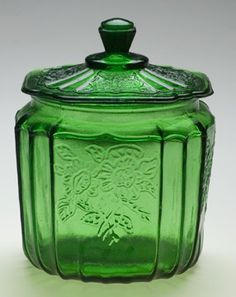 Green Mayfair Cookie Jar I love depression glass cookie jars Glass Cookie Jars, Glass Jars, Milk Glass, Clear Glass, Irish Decor, Vintage Dishes, Antique Dishes, Antique Glassware, Vintage Green