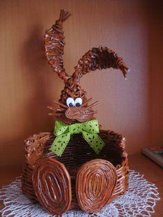 KRAMIKOWE CUDA KATARZYNKI Newspaper Crafts, Pine Needles, Basket Weaving, Diy And Crafts, Easter, Christmas Ornaments, Holiday Decor, Eggs, Biscuit