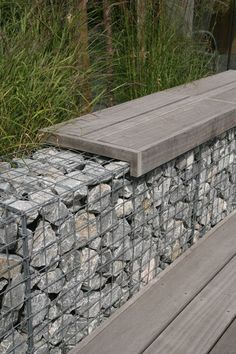 Stone walls garden - Atmospheric garden in the centre of Naaldwijk on the water atmospheric centre garden naaldwijk water Gabion Retaining Wall, Backyard Retaining Walls, Backyard Landscaping, Back Gardens, Outdoor Gardens, Landscape Design, Garden Design, Patio Design, Garden Borders