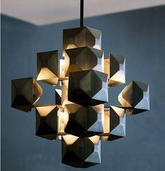 jean de merry chandelier (source lumineuse centrale, éclatement tout autour de différentes parties de la lampe)