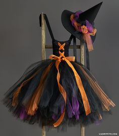 Kid's DIY Witch Costume More Here you will find a photo tutorial & printable instructions to craft an easy DIY witch costume, complete with a black and orange tutu & a pointy witch hat Little Girl Witch Costume, Kids Witch Costume, Diy Halloween Costumes For Kids, Diy Costumes, Costume Ideas, Pirate Costumes, Devil Costume, Ghost Costumes, Halloween Party