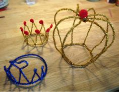 Fun and play with pipe cleaners. Tiaras, princess- and Prince crowns. Kids DIY. Instructions i Swedish. Google Translate is your friend!