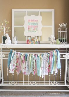 19 Beautiful Easter Garland Ideas Inspired by the Hues of Spring! decorations garland 19 Beautiful Easter Garland Ideas Inspired by the Hues of Spring! Rag Garland, Easter Garland, Fabric Garland, Garland Ideas, Ribbon Garland, Spring Home Decor, Spring Crafts, Spring Decorations, Rag Banner