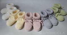 Probeer deze babysokjes eens te breien! Op twee breipennen. Deze slofjes hebben een goede pasvorm en zijn praktisch; ze blijven namelijk goed zitten aan baby's voetjes.