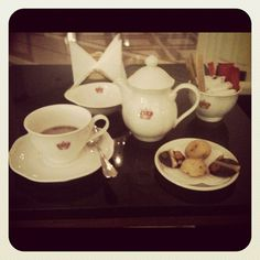 Tea Time au Carlton Bar Photo by lovesara