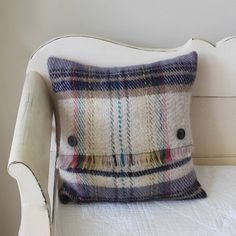 Great use of Welsh wool blanket : make a cushion from it to bring it back into life.