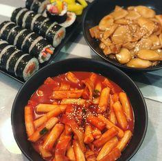Image in Korean👄foods&drinks collection by Ichikawa tsubaki - Lebensmittel Think Food, I Love Food, Good Food, Yummy Food, Korean Street Food, South Korean Food, Food Goals, Cafe Food, Aesthetic Food
