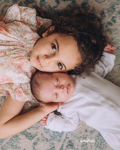 Foto Newborn, Newborn Baby Photos, Baby Poses, Sibling Poses, Newborn Pictures, Baby Newborn, Newborn Photo Shoots, Siblings, Baby Sister Photography