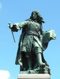 La statue du Maréchal de Vauban à Saint Léger Vauban dans le Morvan dans l'Yonne. Via www.yonne89.net #Yonne #burgundy #France