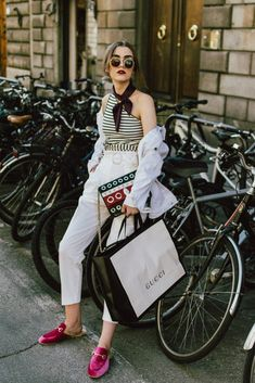 48 Trendy how to wear pink shoes denim jackets Fall Outfits For Work, Casual Fall Outfits, Classy Outfits, White Outfits, How To Wear Leggings, Leggings Are Not Pants, Look Fashion, Fashion Outfits, Womens Fashion