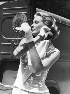 Grace Kelly at the mirror