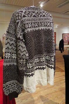 Knitting Stitches, Hand Knitting, Knitting Patterns, Jumper Patterns, Color Patterns, Norwegian Knitting Designs, Nordic Sweater, Hand Knitted Sweaters, Fair Isle Knitting