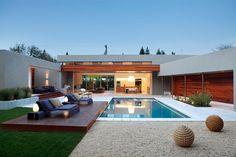 house modern whit modern swimming pool <3