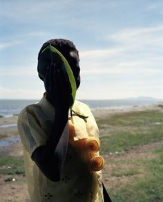 Viviane Sassen is a Dutch artist living in Amsterdam who works in both the fashion and fine art world Bath Photography, Photography Women, Color Photography, Creative Photography, Nature Photography, Contemporary Photography, Photography Business Cards, Advertising Photography, Viviane Sassen