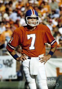 denver broncos | Denver Broncos quarterback Craig Morton (7) on the sideline during the ...