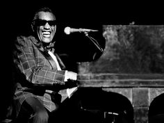 Ray Charles, sorriso contagiante é capturado vividamente nesta foto tirada em Richmond, Virginia.USA (Ph. Richard E. Aaron)