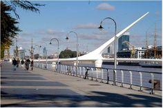 Puerto Madero - Buenos Aires. Santiago. El Puente de la Mujer es un puente giratorio diseñado por el arquitecto español Santiago Calatrava en la Ciudad de Buenos Aires, Argentina. Es la única de sus obras en América Latina y se encuentra ubicada en el Dique 3 de Puerto Madero, en Pierina Dealessi y Manuela Gorriti.