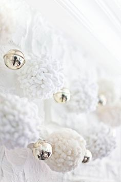 100 Christmas ideas - 5 themes - white garlands from beautiful mess