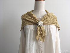 パイナップル模様の三角ストールの編み図が準備できたので、こちらから公開します!三角形の頂点から編み始める定番の三角ストールになります。あまりサイズは大きくしませんでした。詳しいサイズなどはPDFをご覧くださいませ。トルソーに着けた感じは.. Handmade, Fashion, Atelier, Moda, Hand Made, Fashion Styles, Fashion Illustrations, Handarbeit